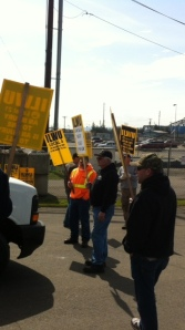 Local 4 at the Port of Vancouver hold an informal public education campaign.